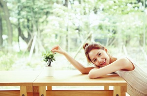 SNSD-Yoona-Innisfree-Organic-Green-Cafe-Wallpaper-HD-9